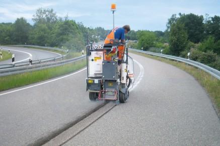 Des tâches de fraisage efficaces telles que l'application et le retrait des marques routières.