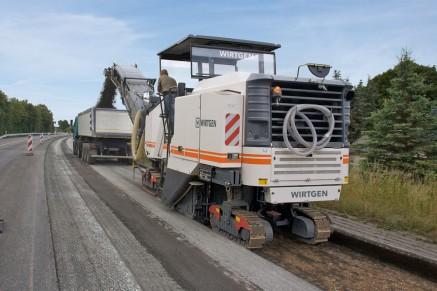 Enlèvement des chaussées d'asphalte jusqu'à 35 cm de profondeur.