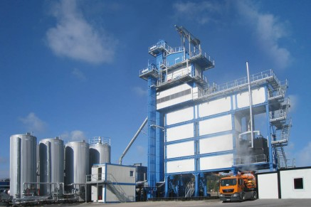 The transportable asphalt mixing plant in container design, type ECO, has a modular build and measurements that allow easy transport by lorry or train.