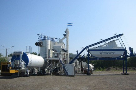 The mobile plant is operated with a user-friendly, intuitive control system.