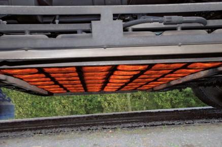 Les réchauffeurs infrarouges réglables à haute performance chauffent le revêtement endommagé.