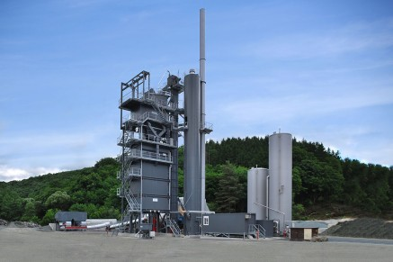 A quick change of recipe - necessary to react to changing demands - is only possible in discontinuous or batch production. This makes asphalt mixing plants flexible for any purpose.
