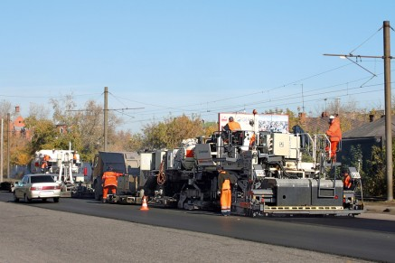 In operation worldwide: the Remixer 4500 in Omsk – hot recycling of an urban road.