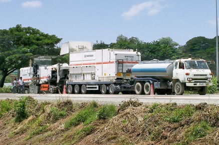 Cement and water are pre-mixed by the mobile slurry mixer and fed to the recycler via a hose connection.