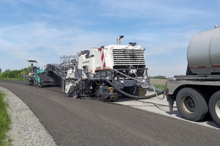 The 3800 CR processes the subgrade in a single pass, adding foamed bitumen.