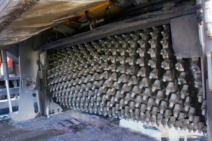 Le tambour de fraisage fine a un espacement d'outil de 6 x 2 mm et est équipé de 672 outils d'attaque ponctuelle.