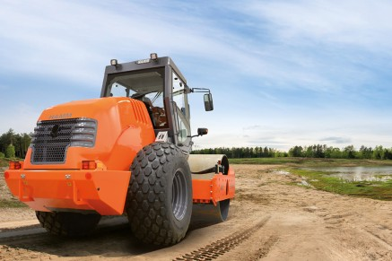 Compaction with single-drum compactors, like those of HAMM's series 3000, is the final work step in soil stabilization.