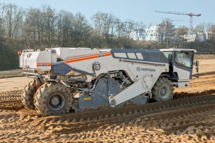 Les stabilisateurs de sol stabilisent la fondation en mélangeant les composants de façon puissante et homogène.